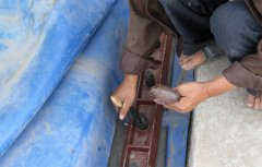 13. 涂抹黄油保护螺栓